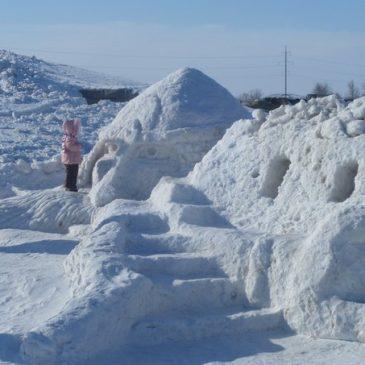 Требуются строители Богатырской снежной крепости!