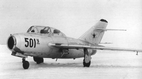 23 мая 1949 года – первый полёт МИГ-15 УТИ.