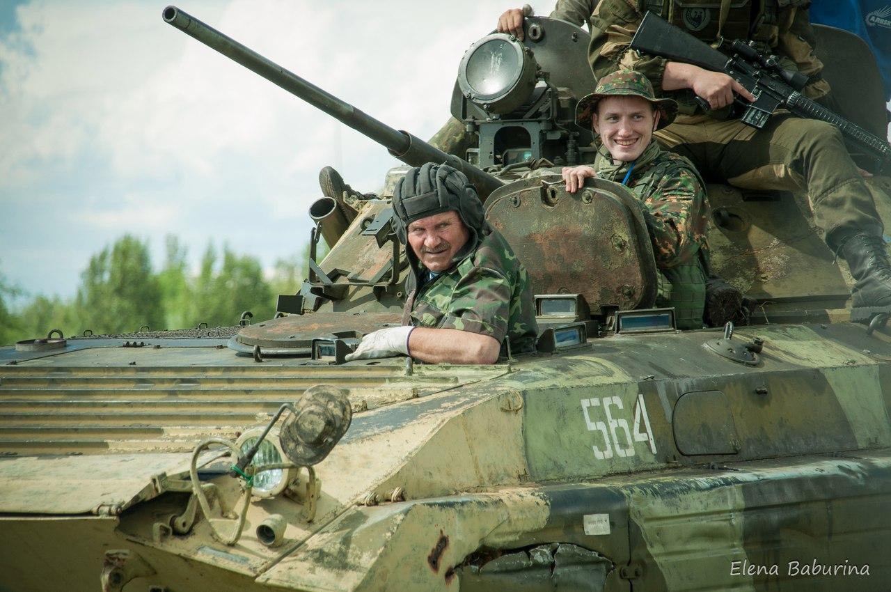 этот материал фото военных танкистов мокрая киска, девушка
