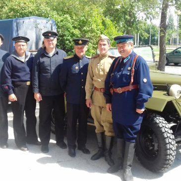 Экипаж бронекатера «БК-73» в Парковом комплексе истории техники