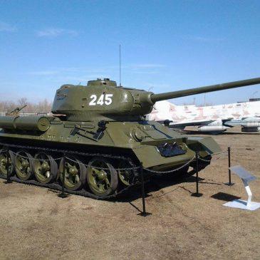 Военный экспонат: танк Т-34-85