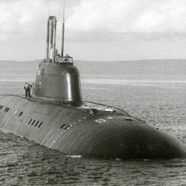 Как авианосец столкнулся с подводной лодкой